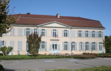Le château des comtes de Menon (la mairie)